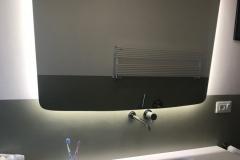una vetrata verde limone | bagno | VAAM architetti